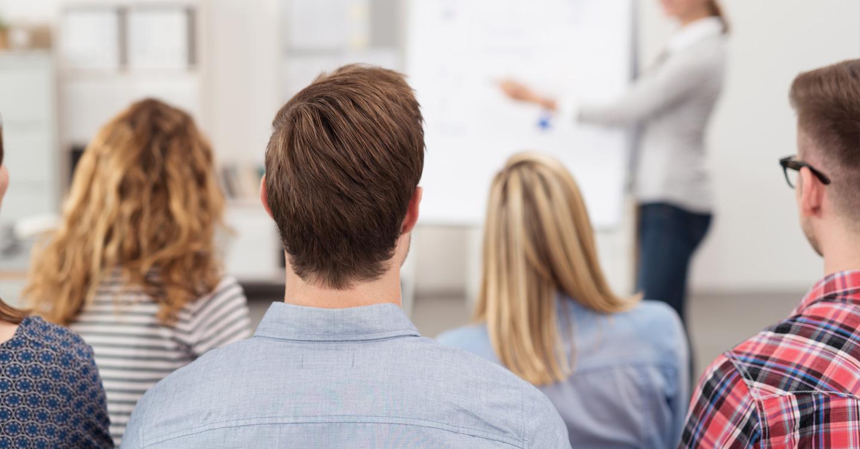 Psicologo forense en aula de formación